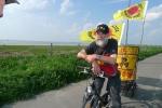 2014-04-26_brokdorf_9_fahrraddemonstrant_an_der_faehre