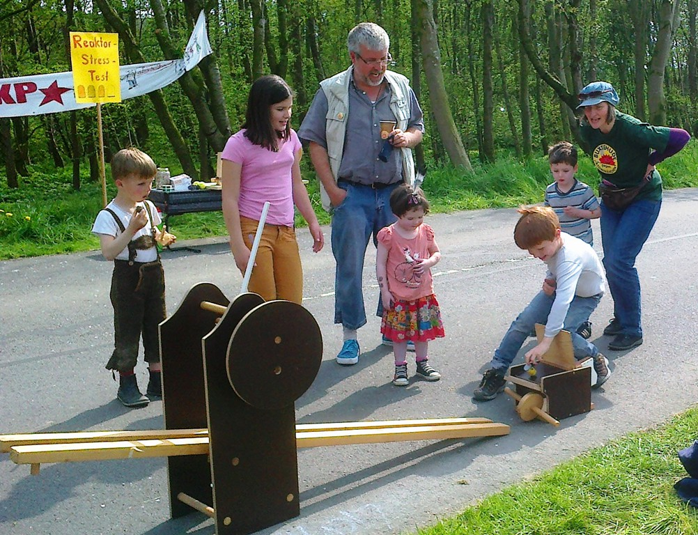 2014-04-26_brokdorf_4_bux_atommuell_schlucken_2